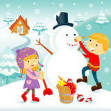 Barn som bygger en snowman Fotografering för Bildbyråer