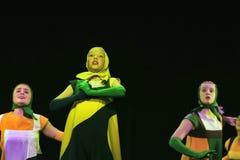 Barn som dansar på etapp Arkivfoto