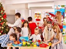 Barn som gör kortet Royaltyfri Fotografi