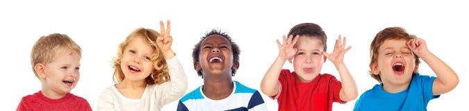 Barn som gör skämt och att skratta arkivbilder