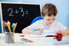 Barn som gör hans läxa Royaltyfria Foton