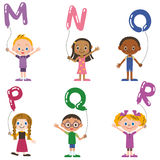 Barn som har ballongen av, alfabet Royaltyfri Bild