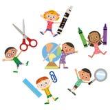 Barn som har brevpapper Royaltyfria Bilder