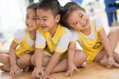 Barn som har gyckel Fotografering för Bildbyråer