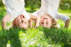 Barn som har gyckel Arkivbilder