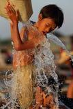 Barn som har gyckel i Mandalay Royaltyfria Bilder