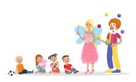 Barn som har gyckel med clownen och fen royaltyfri illustrationer