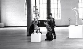 Barn som intresseras av konst Royaltyfri Bild