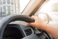 Barn som kör en bil Arkivfoto