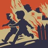 Barn som kör i väg från brandflammor Royaltyfri Foto