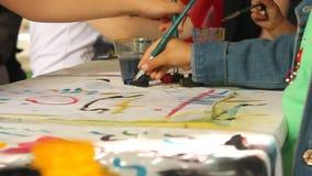 Barn som lär målning lager videofilmer