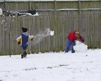 barn som leker snow Fotografering för Bildbyråer