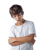 Barn som lyssnar till musik som sjunger med isolerad hörlurar Fotografering för Bildbyråer