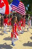 Barn som marscherar i StPatrick'sens dag, ståtar Royaltyfri Fotografi