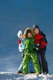barn som poserar snow Royaltyfri Bild