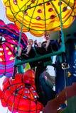 Barn som rider nöjesfältritt royaltyfria foton