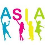 Barn som rymmer bokstäver som bygger ordet ASIEN Royaltyfri Bild