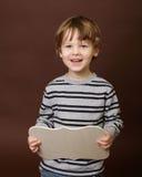 Barn som rymmer det tomma tecknet, ram fotografering för bildbyråer