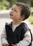 barn som ser upp Fotografering för Bildbyråer