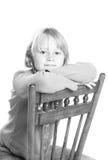 Barn som sitter i stol Royaltyfria Bilder