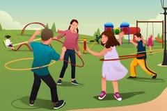 Barn som spelar det Hula beslaget Royaltyfri Fotografi