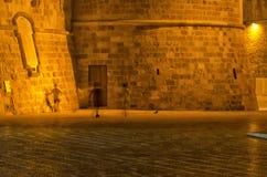 Barn som spelar fotboll på en fyrkant av Otranto Royaltyfria Foton