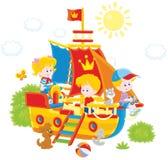 Barn som spelar på ett skepp Royaltyfri Foto