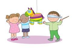 Barn som spelar Pinata Arkivfoto
