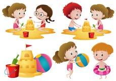 Barn som spelar sand på stranden royaltyfri illustrationer