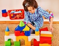 Barn som spelar tegelstenar Fotografering för Bildbyråer