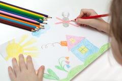 barn som tecknar s royaltyfri foto