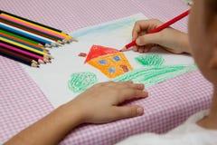barn som tecknar s Royaltyfri Fotografi