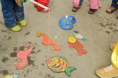barn spelar s Royaltyfri Fotografi