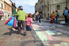 barn tecknar royaltyfria bilder