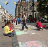 barn tecknar arkivfoto