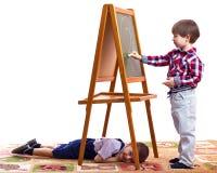 barn tecknar arkivbild