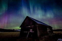 Barn under aurora borealis Royalty Free Stock Images