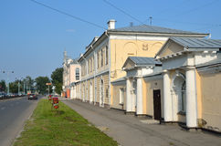 Barnaul,俄罗斯, 2016年8月, 17日 Barnaul, 19世纪建筑学的纪念碑- Barnaul工具商店在夏天 ar 免版税库存照片