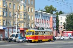 Barnaul, Ρωσία, 17 Αυγούστου, 2016 Τραμ στη λεωφόρο Λένιν σε Barnaul, Ρωσία Στοκ φωτογραφία με δικαίωμα ελεύθερης χρήσης
