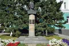 Barnaul, Rusia, agosto, 30, 2016 Nadie, monumento a Prisyagn Ivan Bonifatevich, presidente del primer presidente de Barnaul y Fotos de archivo libres de regalías