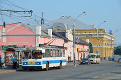 Barnaul, Russia, August, 17, 2016. People are near the bus of the 1-th route at the bus stop on Lenin Avenue in Barnaul Stock Photo