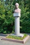 Barnaul, Russia, augusta, 17, 2016 Monumento allo S I Gulyaev - etnografo, storico, una figura pubblica prominente del Altai Mo Fotografia Stock