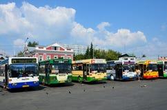 Barnaul Ryssland, Augusti, 17, 2016 Bussa ändstationen i fyrkanten av Spartacus i Barnaul Arkivfoto