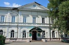 Barnaul Ryssland, Augusti, 17, 2016 Demidovskaya fyrkant, Altai statligt agrariskt universitet I det 19th århundradet - bryta sko Arkivfoto