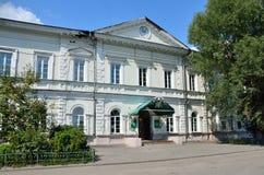 Barnaul Ryssland, Augusti, 17, 2016 Demidovskaya fyrkant, Altai statligt agrariskt universitet I det 19th århundradet - bryta sko Royaltyfri Foto
