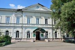 Barnaul Ryssland, Augusti, 17, 2016 Demidovskaya fyrkant, Altai statligt agrariskt universitet I det 19th århundradet - bryta sko Royaltyfri Bild