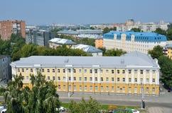 Barnaul Ryssland, Augusti, 17, 2016 Historisk byggnad på adressen: Barnaul gataungdom, 38 Fotografering för Bildbyråer