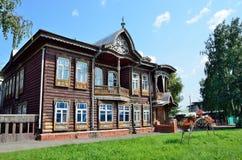 Barnaul Ryssland, Augusti, 17, 2016 Köpmanhus av Shadrins på den Krasnoarmeysky avenyn i Barnaul dekorativa element Royaltyfri Fotografi