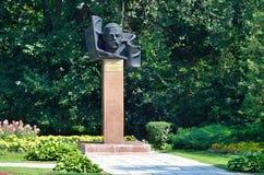Barnaul Ryssland, Augusti, 17, 2016 Monumentet till Tsaplin Maksim Konstantinovich - ordföranden av den militära revolutionären b Fotografering för Bildbyråer