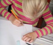 barnavläsningswriting royaltyfri fotografi